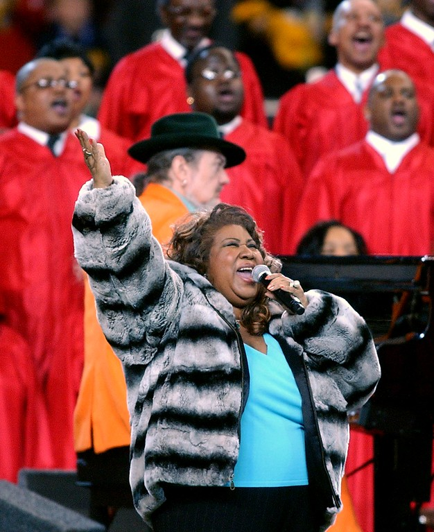 . Motown legend Aretha Franklin entertains the crowd before the start of Super Bowl XL pitting the Steelers against the Seattle Seahawks, Sunday February 5, 2006, in Detroit, Mich.  (The Oakland Press/Vaughn Gurganian)