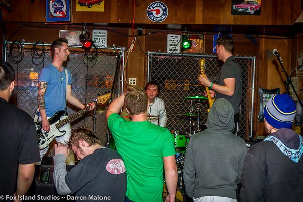 Lucky-Bunny-Foot-plays-Tony-V's-Garage-Everett-WA-Photo--10