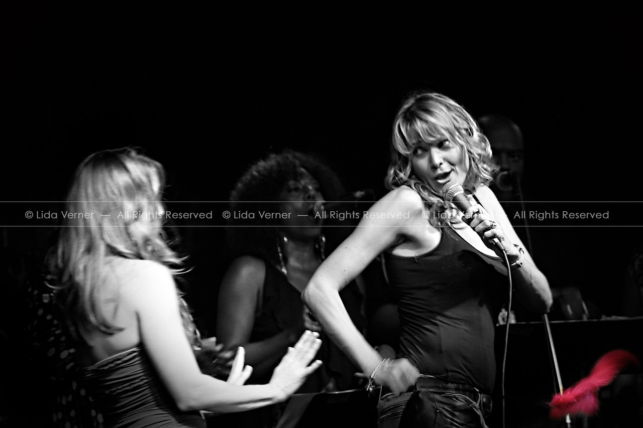 Lucy Lawless & Renée O'Connor on stage the first night of the concert.