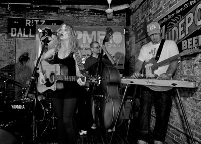 Coralee and ther Townies perform at Arnold's for MPMF.10