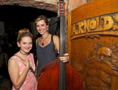 """Hannah Jones and Laura Roberts of """"The Wanderloons"""" at Arnold's for MPMF.10"""