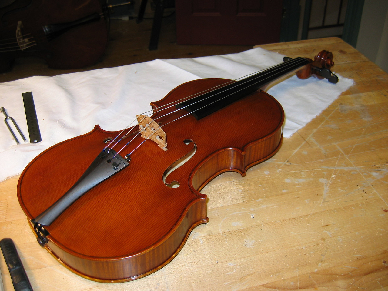 October 7 - the viola had been strung shortly before my arrival, making me the first to play it. Pegs and tailpiece are of dark rosewood.