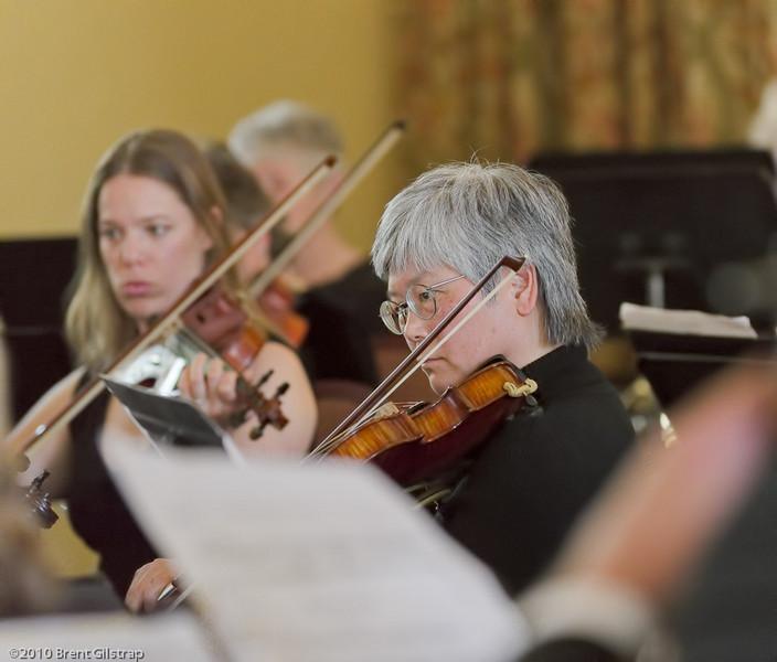 Violinist Amy Yanagi