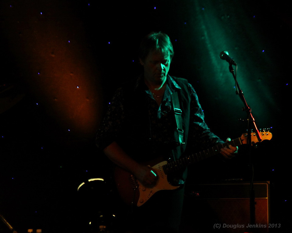 IMG_9643_xx_right_guitar_lights_sm
