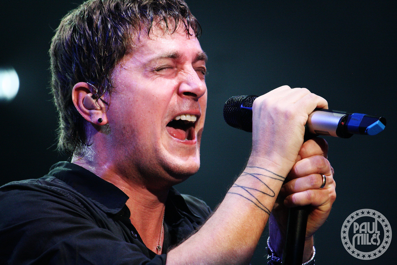 BENT IN LAS VEGAS: Rob Thomas fronting Matchbox 20 in front of 4,000-plus at Mandalay Bay in Las Vegas.