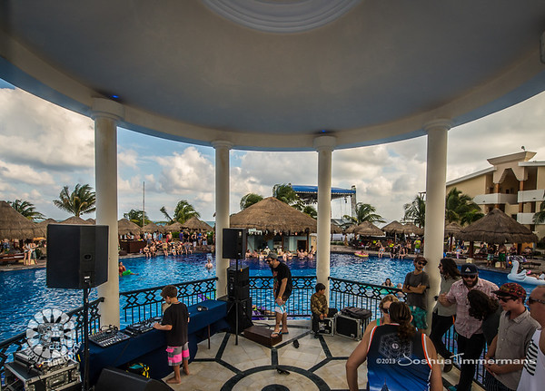 Mayan Holidaze Day 3 Fan and Resort Grounds - 12/18/13 - Now Sapphire Resport & Spa - Puerto Morelos, Mexico.  ©Josh Timmermans 2013