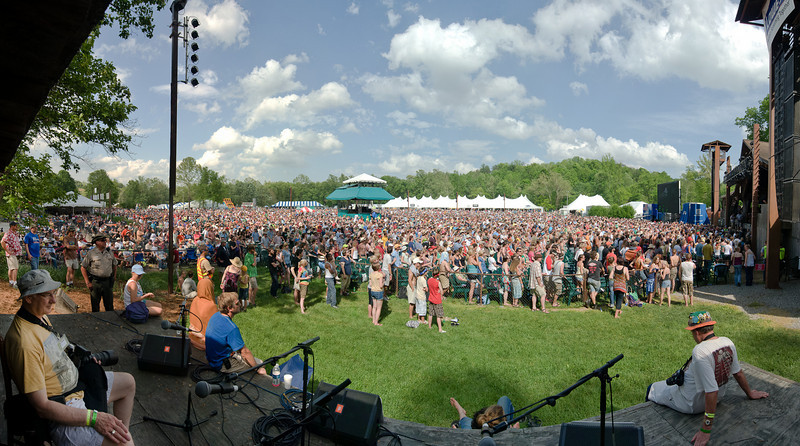 Avett Brothers Crowd from the Cabin Stage