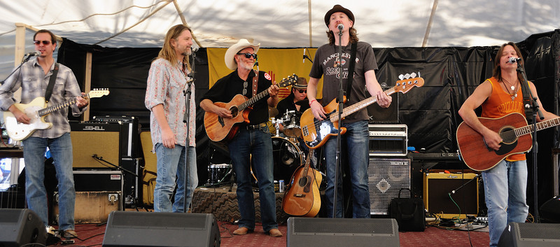 The Mystiqueros with Michael Hearne
