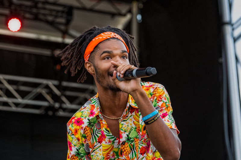 July 28, 2018 Curtis Roach on the River Stage at Mo POP Festival. Photo by Tony Vasquez for MAT Magazine.
