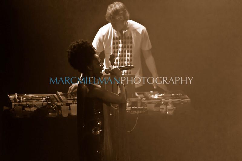 Skye Edwards & DJ Paul Godfrey<br /> <br /> Morcheeba @ Irving Plaza (Sat 2/12/11)