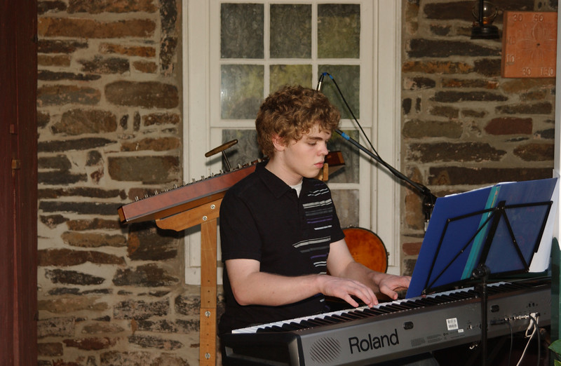 Seth playing at the Ruth's Coffeehouse, June 2009