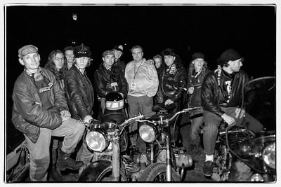 Bikers Moscovites entourant le manager d'un groupe (facile à deviner ..)