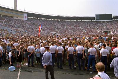 Le Stade Lénine (Loujniki) - Moscou - Public - militaire chargé de surveiller les militaires qui sont chargés de surveiller le public