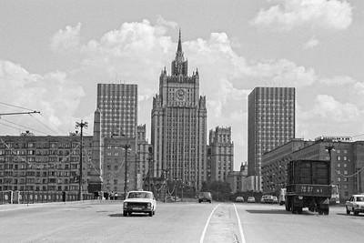 L'hotel Ukrainia dans le plus pur style Stalinien, en 89 la circulation était encore supportable ! :0)