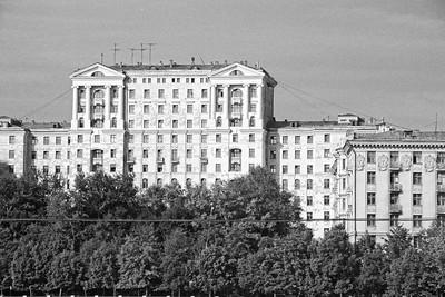 Moscou - Architecture typiquement stalinienne, z'ont pas pu s'empêcher de rajouter des colonnes façon temple grec dans un endroit plus qu'improbable ... L'architecte devait savoir que s'il n'y en avait pas il allait finir au goulag ...