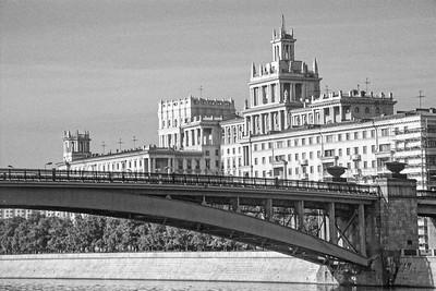 Moscou - Architecture 'aérienne ' dans un style 'Pièce Montée de mariage ' il ne manque que les deux mariés au sommet !