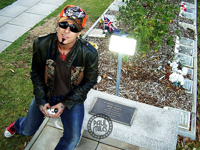 Motley Crue's Nikki Sixx at the grave of the late AC/DC singer Bon Scott during a visit to Fremantle Cemetery, Perth on 9 December 2005.