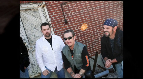 Cimmaron - Easy Street  -  The Band PhotoShow Distinct Kickin' traditional, Outlaw Rockin' Country Music  Cimmaron Sites  http://cimmaron.net/theband.php    http://www.youtube.com/watch?v=frqq9lM6l_U  Vocals Curtis Wright SongWriters Curtis Wright & Jeff Knight    Curtis Wright Sites  http://nashvillemusicpros.com/profile/curtiswright  -  http://myspace.com/curtiswrightsongs   Jeff Knight Sites  http://www.soundclick.com/bands/default.cfm?bandID=589874  -  http://www.myspace.com/jefferyknight   Photography  http://dougmillerphoto.com