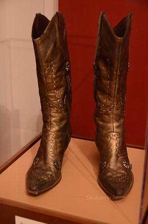 Bronze boots 4408