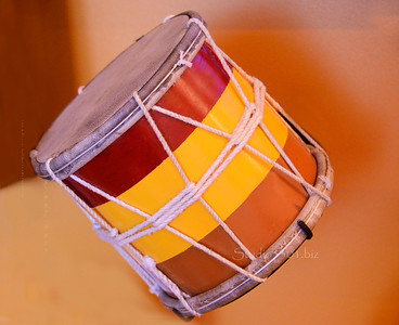 tri color drum w strings 4610