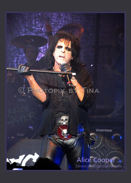 Alice Cooper ...<br /> GM Centre, Oshawa<br /> December 7, 2011