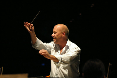 Fabian Russell, Guest Conductor. Darwin Entertainment Centre, 15.11.08.