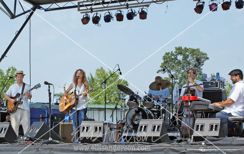 Lynn Drury Band 3559
