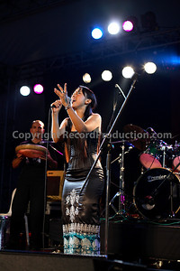 female musician singing at gig - www.RecordProduction.com