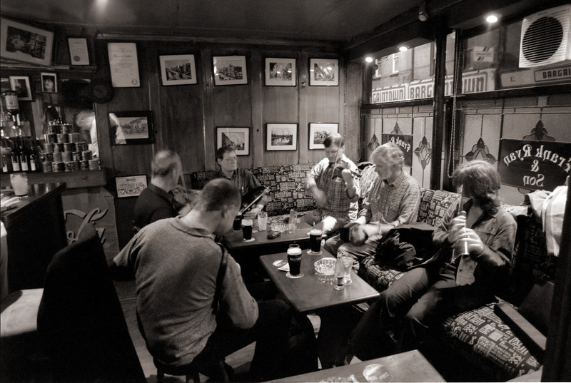 Musicians at Frank Ryan pub in Dublin.