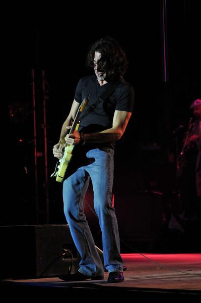 Stef Burns (Guitar, vocals)