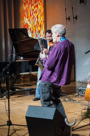 During the first set, saxophonist Knute Jensen accompanied Sigalov.