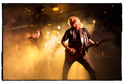 Ricky Marx (guitare) - Kenn jackson (basse)  - Jo Amore (chant)