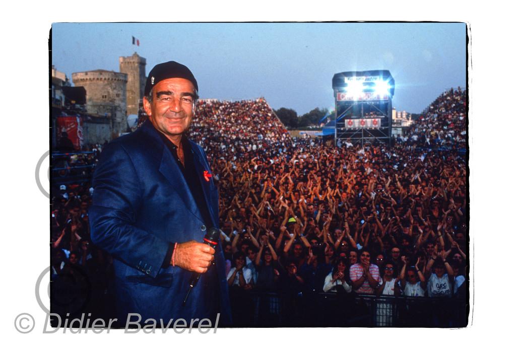 Jean Louis Foulquier sur scène pour fêter les 10 ans des Francofolies, La Rochelle, 1995.