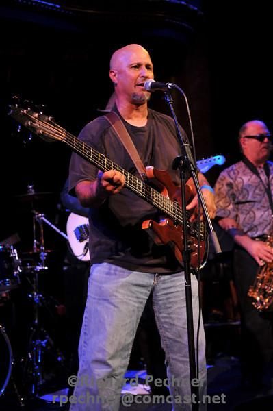 Steve Ashman singing & playing bass