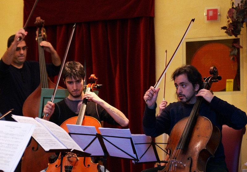 Kaveh Daneshmand ( double bass, upright bass / contrabbasso), Giulio Cazzani ( cello / violoncello ), Claudio Pasceri ( cello / violoncello )