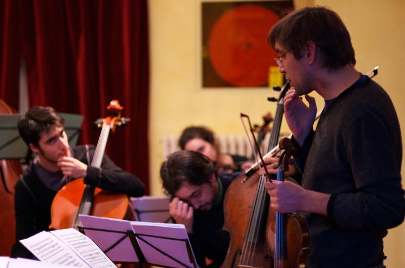 Giulio Cazzani ( cello / violoncello ), Claudio Pasceri ( cello / violoncello ), Adrian Pinzaru (violin / violino)