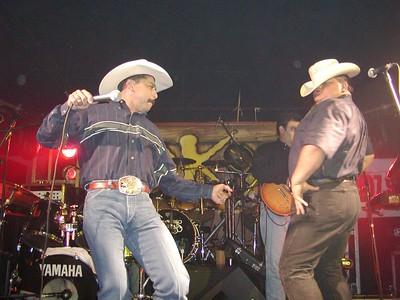 Emilio y Grupo Rio, OK Corral Fort Worth, TX 7-15-2005