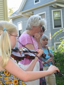 """Lenore playing """"Samo Nemo Ti"""" (waltz), while Barb and Kitty sing; Zjemi on clarinet."""