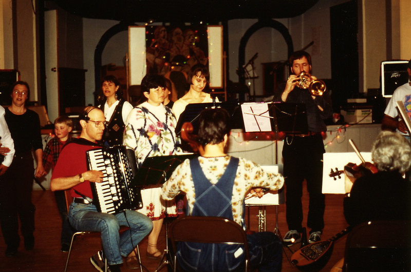Panharmonium gig in Troy, N.H. May 1995.  Gene, Toni, Andrea, Ken,... Miriam, Irene.   Kate Thomas and son dancing behind Gene.