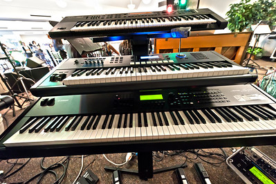 Vu's keyboard setup:  Too many keys, not enough talent & fingers!