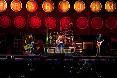Pearl Jam Newark 05-18-2010 154