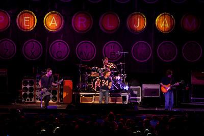 Pearl Jam Newark 05-18-2010 153