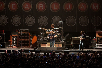 Pearl Jam Newark 05-18-2010 118