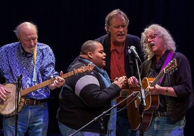 Pete Seeger, Toshi Reagon, Tom Chgapin and Arlo Guthrie