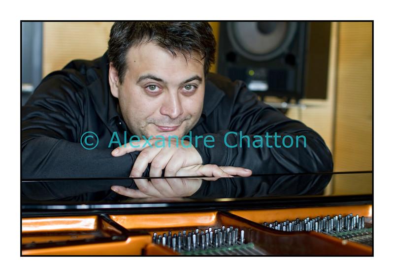 """Eric Legnini.<br /> <br /> 29 mars 2011: live dans """"Dare-Dare"""" sur Espace 2."""