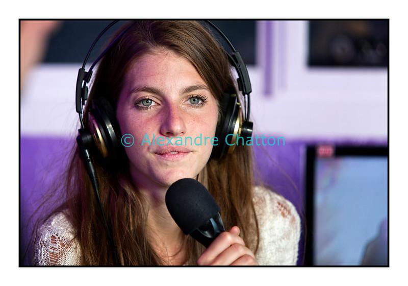 """Mercredi 18 juillet 2012, Paléo Festival: Valeska Steiner, du groupe Boy, en interview dans """"La Pravda"""" sur Couleur 3."""