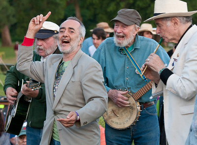 Raffi warming up the crowd with Rick Knestler, Pete Seeger and David Amram before the closing ceremony of the 2013 Clearwater Festival.
