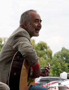 Raffi just singing for the fun of it at the Clearwater Festival.