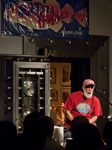 "Bob Wieser, host of ""The old Songs Home"" on WOMR ( 92.1) and WFMR (91.3) community radio,introuducing Rambln Jack Ellitott."