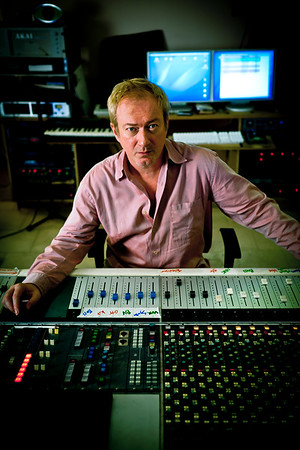 Producer Andy Gill in the recording studio. Andy Gill is well known also for being a member of the Gang of Four.  http://www.RecordProduction.com   -  Watch our exclusive Andy Gill video interviews here:  http://www.recordproduction.com/andy_gill.htm